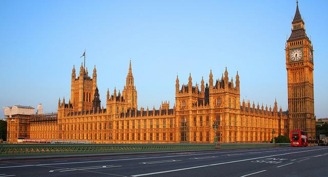 Във Великобритания се готвят да приемат закон, забраняващ абсолютно всички психоактивни вещества