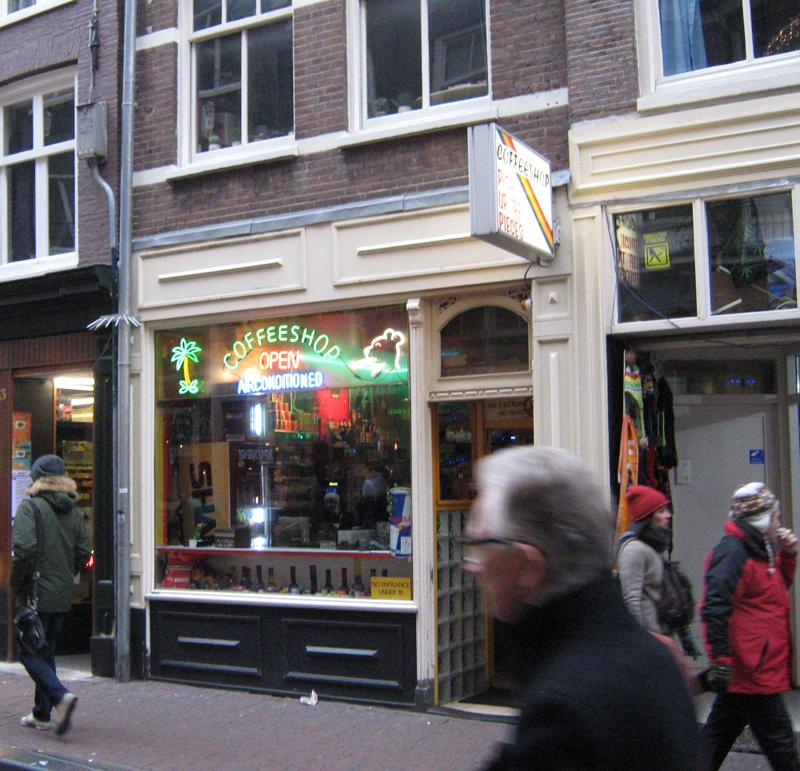 """Нови критерии за """"coffee shop""""-овете в Холандия"""