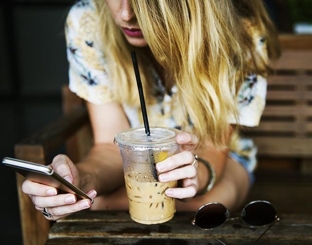 Продължителнoто използване на телефона е свързано с депресия при по-младите