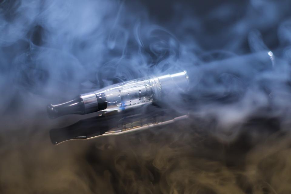 Електронните цигари, съдържащи никотин, са свързани с повишен риск от инфаркт