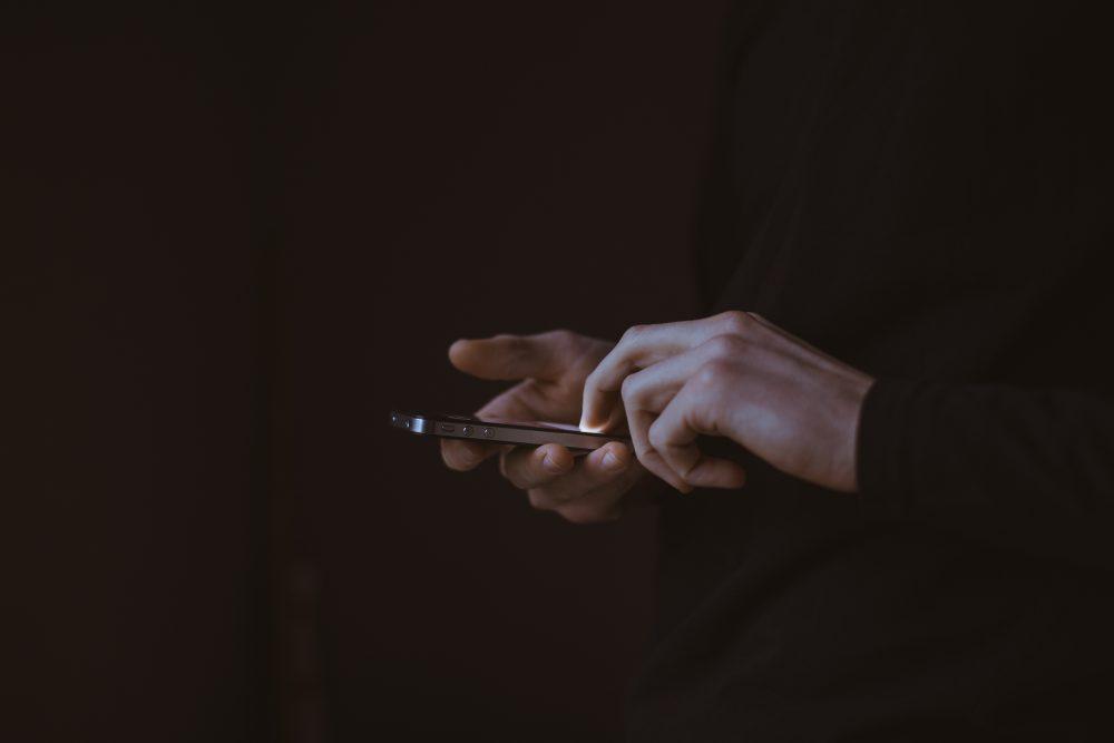 Децата и дигиталните устройства: признаци, че детето ви може да е зависимо