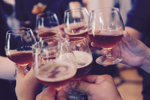 Запойното пиене при юношите може да повиши риска от тревожност по-късно в живота