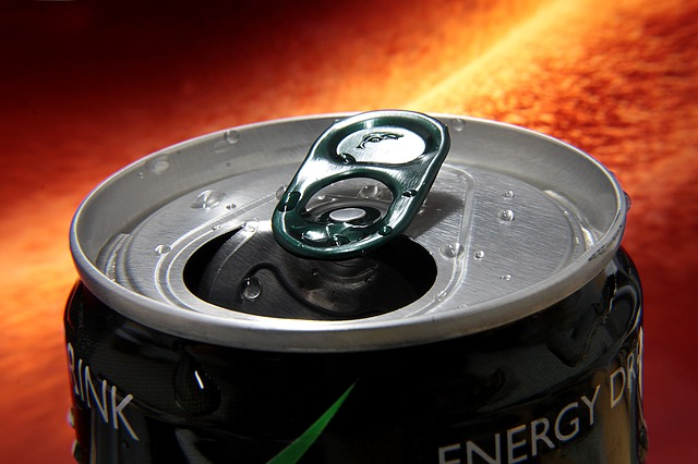 Над половината от хората на възраст 12-24 г. имат странични ефекти от енергийните напитки според проучване